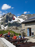 Switzerland, Canton Uri, at Sustenpass Road - border between cantone Bern + Uri: Sustli mountain hut, Fuenffingerstock mountains with peak Wasenhorn