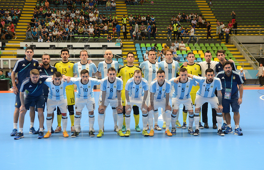 MEDELLIN - COLOMBIA- 25-09-2016:Jugadores de Argentina posan para una foto periovio al encuentro con Egipto de cuartos de final de la Copa Mundial de Futsal de la FIFA Colombia 2016 jugado en el Coliseo Ivan de Bedout en Medellín, Colombia. /  Players of Argentina pose to a photo prior the match of the quarter finals against Egypt of the FIFA Futsal World Cup Colombia 2016 played at Ivan de Bedout coliseum in Medellin, Colombia. Photo: VizzorImage / Leon Monsalve /