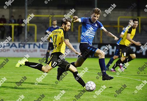 2017-09-02 / Voetbal / Seizoen 2017-2018 / KFC Zwarte Leeuw - O. Wijgmaal / Nico Lansu (l. Zw Leeuw) met Simon Bammens<br /> <br /> ,Foto: Mpics.be
