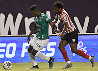 PALMIRA - COLOMBIA, 28-01-2020: Richard Renteria del Cali disputa el balón con Didier Moreno de Junior durante partido entre Deportivo Cali y Atlético Junior por la fecha 2 de la Liga BetPlay DIMAYOR I 2020 jugado en el estadio Deportivo Cali de la ciudad de Palmira. / Richard Renteria of Cali vies for the ball with Didier Moreno of Junior during match between Deportivo Cali and Atletico Junior for the date 2 as part of BetPlay DIMAYOR League I 2020 played at Deportivo Cali stadium in Palmira city. Photo: VizzorImage / Gabriel Aponte / Staff