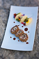 Europe/France/Corse/2B/Haute-Corse/Cap Corse/Erbalunga: Sur l'idée d'une saltimbocca de veau corse bio de Jacues Abatucci, pomme purée et jus corsé, Jerry Monmessin chef du restaurant: Le Pirate,