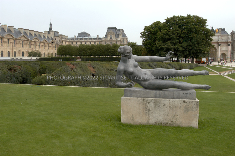 8/6/2004--Paris, France..The Jardin du Carousel...Photograph by Stuart Isett