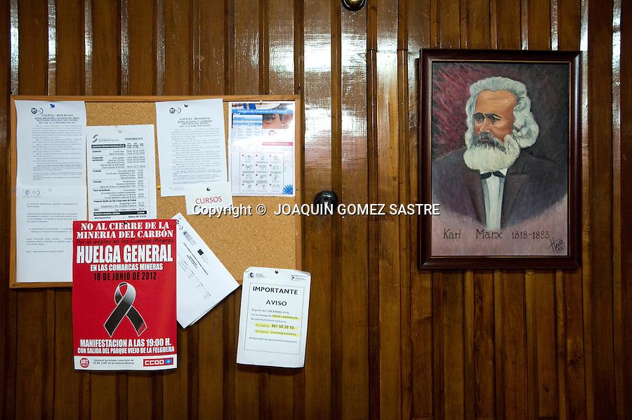 18 JUNIO 2012 LANGREO-ASTURIAS.Interior de la sede del sindicato ugt en langreo con un anuncio de la manifestacion de los mineros del 18 de junio como protesta durante la huelga del sector.foto © JOAQUIN GOMEZ SASTRE