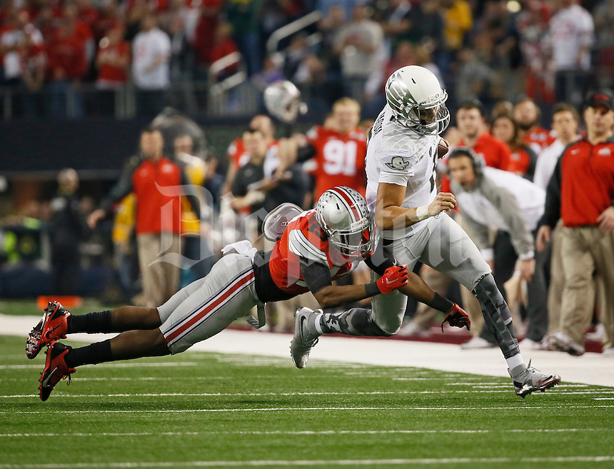 Ohio State Buckeyes cornerback Eli Apple (13) forces Oregon Ducks quarterback Marcus Mariota (8) out of bounds during the second quarter of the College Football Playoff National Championship at AT&T Stadium in Arlington, Texas on Jan. 12, 2015. (Adam Cairns / The Columbus Dispatch)