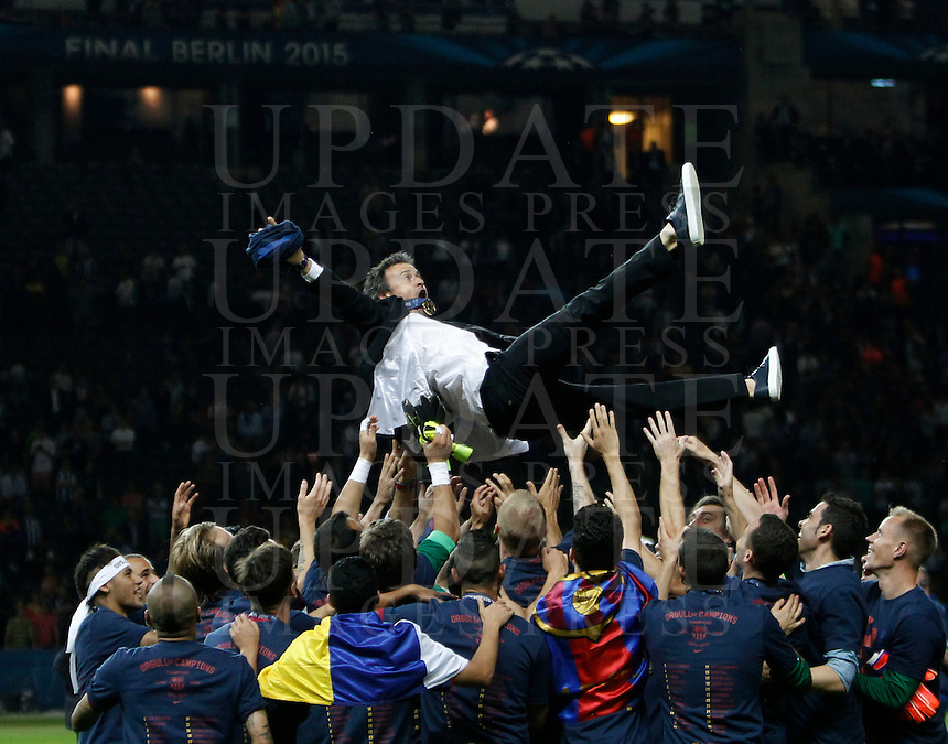Calcio, finale di Champions League Juventus vs Barcellona all'Olympiastadion di Berlino, 6 giugno 2015.<br /> Barcelona's coach Luis Enrique is thrown into the air by his players at the end of the Champions League football final between Juventus Turin and FC Barcelona, at Berlin's Olympiastadion, 6 June 2015. Barcelona won 3-1.<br /> UPDATE IMAGES PRESS/Isabella Bonotto