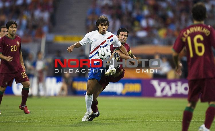 FIFA WM 2006 -  Round of Sixteen - / Viertelfinale <br /> Play    #52 (25-Jun) - Netherland - Portugal<br /> Portugal. Luis Figo und Giovanni van Bronckhorst.<br /> <br /> Foto &copy; nordphoto