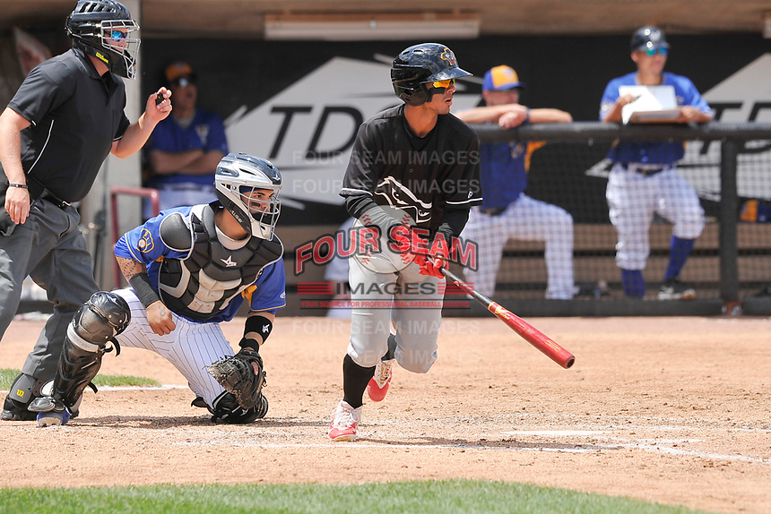 Quad Cities River Bandits shortstop Jonathan Arauz (22) heads to first base during a game against the Wisconsin Timber Rattlers at Fox Cities Stadium on June 27, 2017 in Appleton, Wisconsin.  Wisconsin lost 6-5.  (Dennis Hubbard/Four Seam Images)