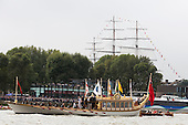 Greenwich, London, UK. 7 September 2014. The Royal row barge Gloriana passes the Cutty Sark. Her Majesty the Queen's row barge Gloriana leads a  Royal Pageant up the River Thames from Martime Greenwich during the Tall Ships Festival, Greenwich, London, UK. Photo: Bettina Strenske