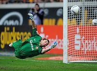 Fussball, 2. Bundesliga, Saison 2011/12, SG Dynamo Dresden - Eintracht Braunschweig, Samstag (07.04.12), gluecksgas Stadion, Dresden. Dresdens Torwart Benjamin Kirsten.
