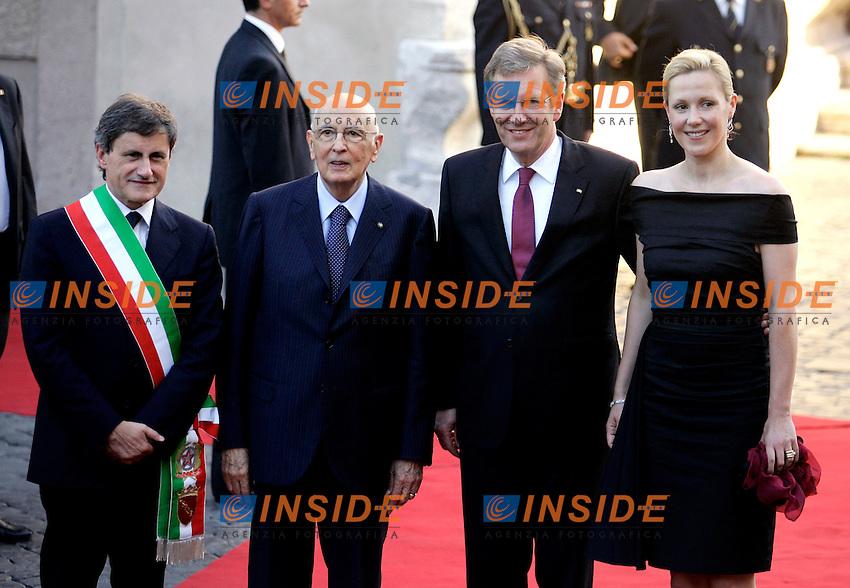 GIANNI ALEMANNO, GIORGIO NAPOLITANO, CHRISTIAN WULFF E SUA MOGLIE BETTINA..ROMAN MAYOR GIANNI ALEMANNO, ITALIAN PRESIDENT OF THE REPUBLIC GIORGIO NAPOLITANO,  DEUTCH PRESIDENT CHRISTIAN WULFF AND BETTINA WULFF..Roma 07/07/2011 Campidoglio. Il presidente della Repubblica  federale di Germania in visita al Campidoglio accolto dal sindaco di Roma. In occasione del 150¡ anniversario dell'Unita' d'Italia il Presidente tedesco omaggia la citta' di un concerto, eseguito dalla Deutsche  Kammerphilharmonie di Brema...The President of the Deutch Federal Repubblic visits Rome, and to celebrate the 150¡ anniversary of the Italian unity, he offer a concert, played by the Deutsche  Kammerphilharmonie of Brema...Photo Samantha Zucchi insidefoto