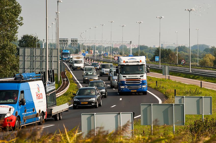 Nederland, Zaanstad, 4 sept 2014<br /> Verkeerssituaties bij Krommenie en Assendelft.<br /> Einde van de A8 bij de Nauernasche Vaart<br /> Foto: (c) Michiel Wijnbergh