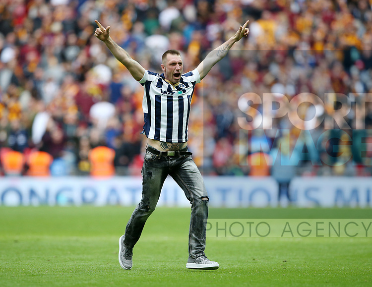 A Millwall fan invades the pitch at the final whistle during the League One Play-Off Final match at Wembley Stadium, London. Picture date: May 20th, 2017. Pic credit should read: David Klein/Sportimage