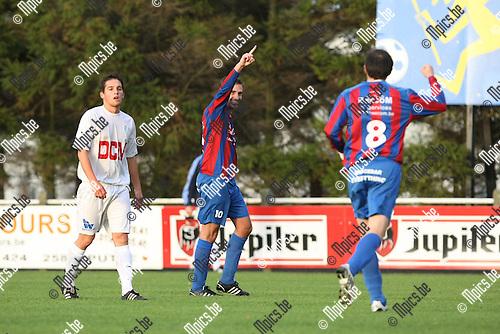 2009-10-25 / Voetbal / KFC Katelijne - Rapid Leest / Dennis Moerenhout scoorde voor Rapid Leest..foto: mpics