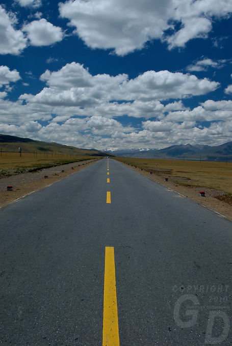 A straight road on the Tibetan Plateau