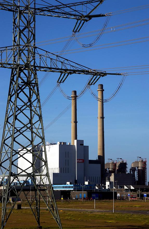 Nederland, Rotterdam, 8 sept 2004..Maasvlakte. Maasvlaktiecentrale. Kolengestookte electriciteitscentrale die ook biomassa stookt en daarom duurzame stroom levert. Groene stroom. Alternatieve energie..Energieopwekking..Foto (c) Michiel Wijnbergh