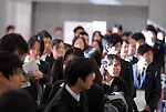 College students wait for a  job fair open in Tokyo. 16 December, 2009. (Taro Fujimoto/JapanToday/Nippon News)