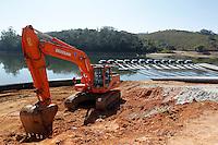 NAZARE PAULISTA, 21 DE AGOSTO DE 2014 - GOVERNADOR GERALDO ALCKMIN VISITA OBRAS - Obras de captação de água da Represa de Atibainha, em Nazaré Paulista, interior de São Paulo. Foto: Paulo Fischer/Brazil Photo Press.