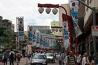 SAO PAULO, SP, 20 DE JANEIRO DE 2011 - ANO NOVO CHINES - Praca da Liberdade, zona central da cidade, comeca a ser enfeitada para as festividades do Ano Novo Chines 4710,  que acontecera neste sabado(21) e domingo (22) no Bairro da Liberdade. FOTO RICARDO LOU - NEWS FREE