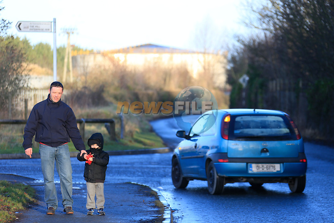 Keith Mahon calling for a footpath to be installed at busy road he has to walk with three year old son who has autism<br /> Picture Fran Caffrey / Newsfile