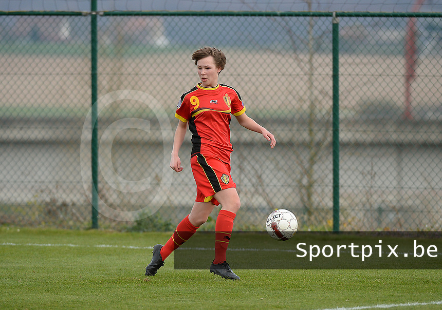 Women U15 : Belgian Red Flames - Nederland :<br /> <br /> Yentl De Coster<br /> <br /> foto Dirk Vuylsteke / Nikonpro.be