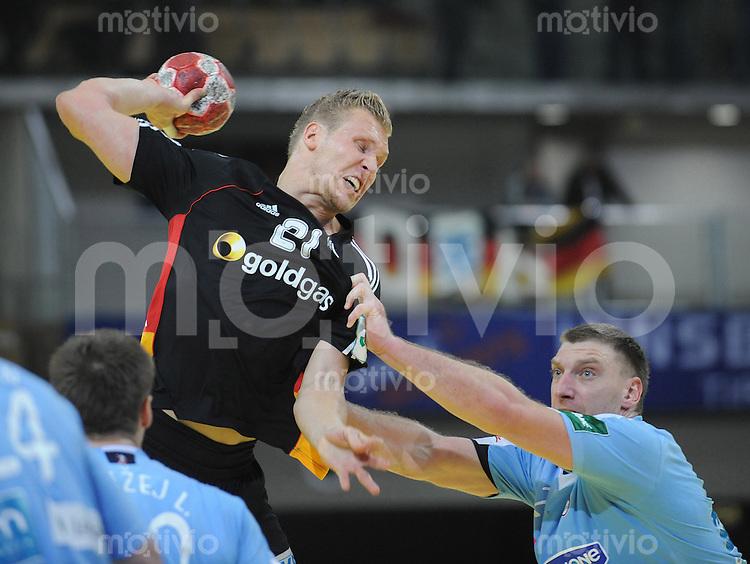Handball EM Herren 2010 Vorrunde Slowenien - Deutschland 20.01.2010 Lars Kaufmann (GER links) gegen Miladin Kozlina (SLO)