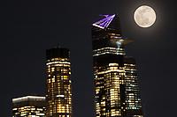 Nova York (EUA), 09/03/2020 - Lua Cheia em Nova York - Super lua é vista sobre a Ilha de Manhattan em Nova York nos Estados Unidos na noite desta segunda-feira, 09. (Foto: William Volcov/Brazil Photo Press/Agencia O Globo) Mundo