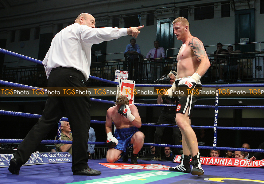 Tom Dallas (Chatham, black shorts) defeats Stas Belokon (Ukraine, blue shorts) in a Heavyweight Boxing contest at York Hall, Bethnal Green, promoted by Frank Maloney / FTM Sports - 30/06/09- MANDATORY CREDIT: Gavin Ellis/TGSPHOTO - Self billing applies where appropriate - 0845 094 6026 - contact@tgsphoto.co.uk - NO UNPAID USE.