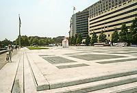 Washington D.C. : Western Plaza, Pennsylvania Ave.  Architect Robert Venturi. Photo '91.