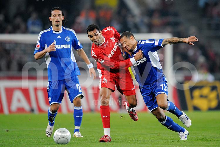 FUSSBALL   1. BUNDESLIGA   SAISON 2008/2009   6. SPIELTAG 1.FC Koeln - FC Schalke 04          26.09.2008 Roda ANTAR (Mitte, koeln) im Zweikampf mit Jermaine JONES (re, Schalke). Kevin KURANYI (li) schaut zu.