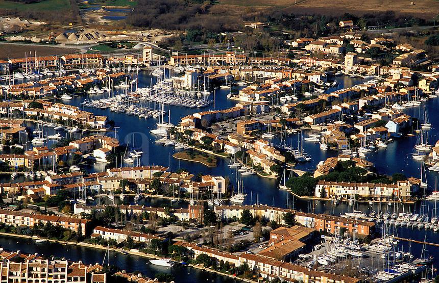 Port Grimaud.  Prestige planned marina and housing development on Mediterranean coast near St. Tropez, Var, Provence, France..