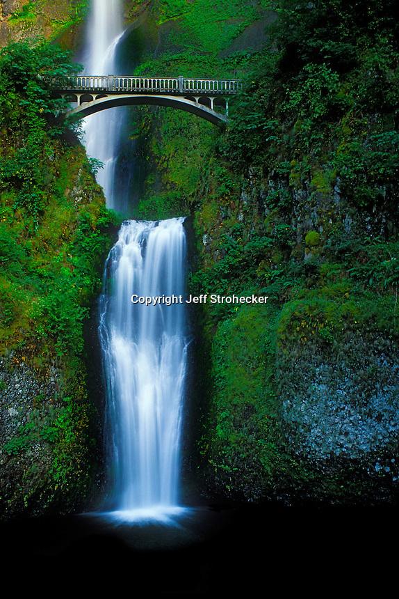 Multnomah Falls Waterfall in Oregon.