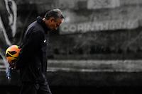 SAO PAULO, SP, 21.11.13 - TREINO CORINTHIANS - Tite, técnico do Corinthians, <br /> durante treino para a partida contra o Flamengo, pela trigésima sexta rodada do Campeonato Brasileiro, <br /> no CT Dr. Joaquim Grava, SP, SP. Foto: Geovani Velaquez / Brazil Photo Press