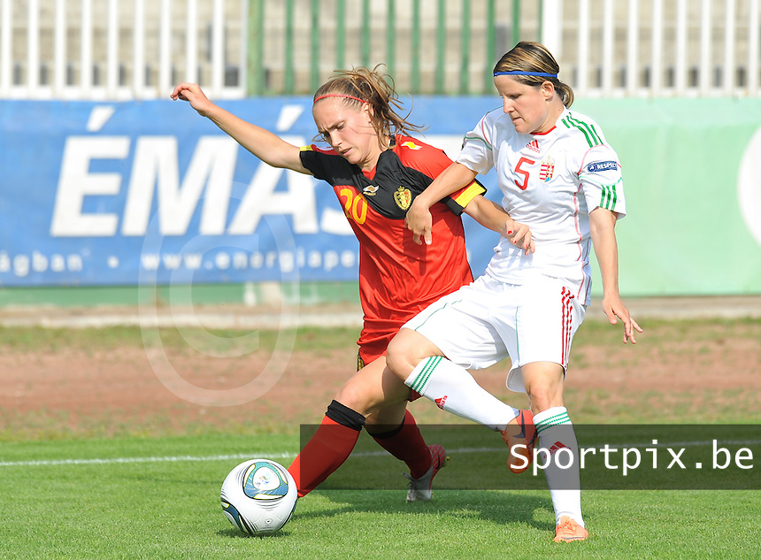 Hungary - Hongarije : UEFA Women's Euro Qualifying group stage (Group 3) - 20/06/2012 - 17:00 - szombathely  - : Hungary ( Hongarije ) - BELGIUM ( Belgie) :.Janice Cayman in duel met Timea Gal.foto DAVID CATRY / JOKE VUYLSTEKE / Vrouwenteam.be..
