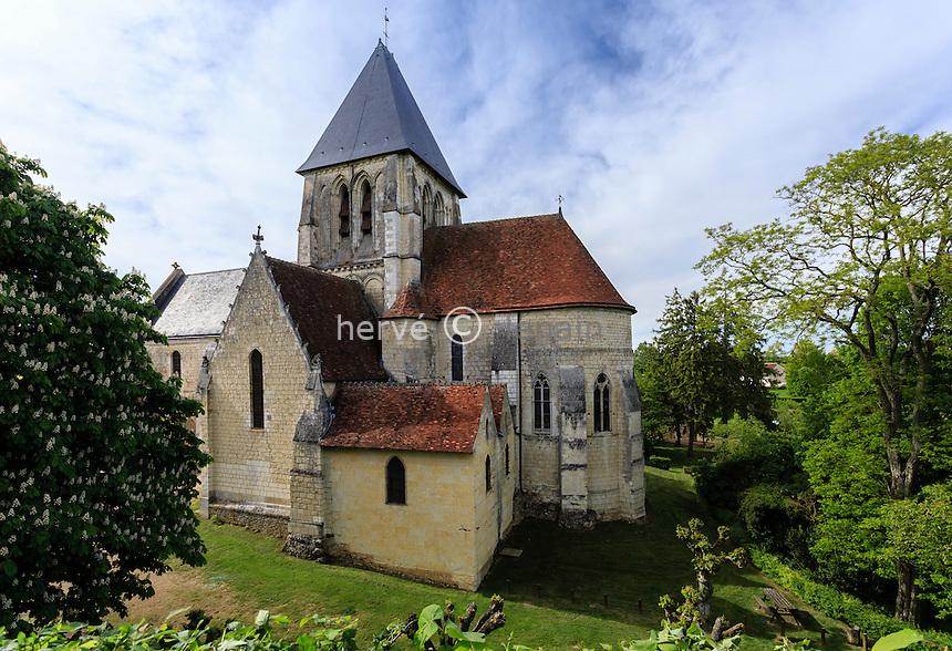France, Loir-et-Cher (41), Trôo, en haut du village sur le plateau, l'église ou collégiale Saint-Martin de Trôo // France, Loir et Cher, troo, Saint Martin church