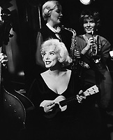Some Like It Hot (1959)<br /> Marilyn Monroe, Jack Lemmon &amp; Tony Curtis<br /> *Filmstill - Editorial Use Only*<br /> CAP/KFS<br /> Image supplied by Capital Pictures