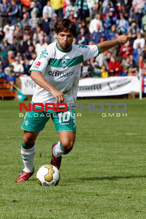 FBL 08/09 Test - BSV Kickers Emden vs. SV Werder Bremen in Loga bei Leer am 20.07.2008<br /> <br /> Freundschaftsspiel - Friendlymatch<br /> <br /> Diego (#10 BRA Werder Bremen) mit Ball l&scaron;uft aufs Tor zu.<br /> <br /> Foto &copy; nph (  nordphoto  ) *** Local Caption ***