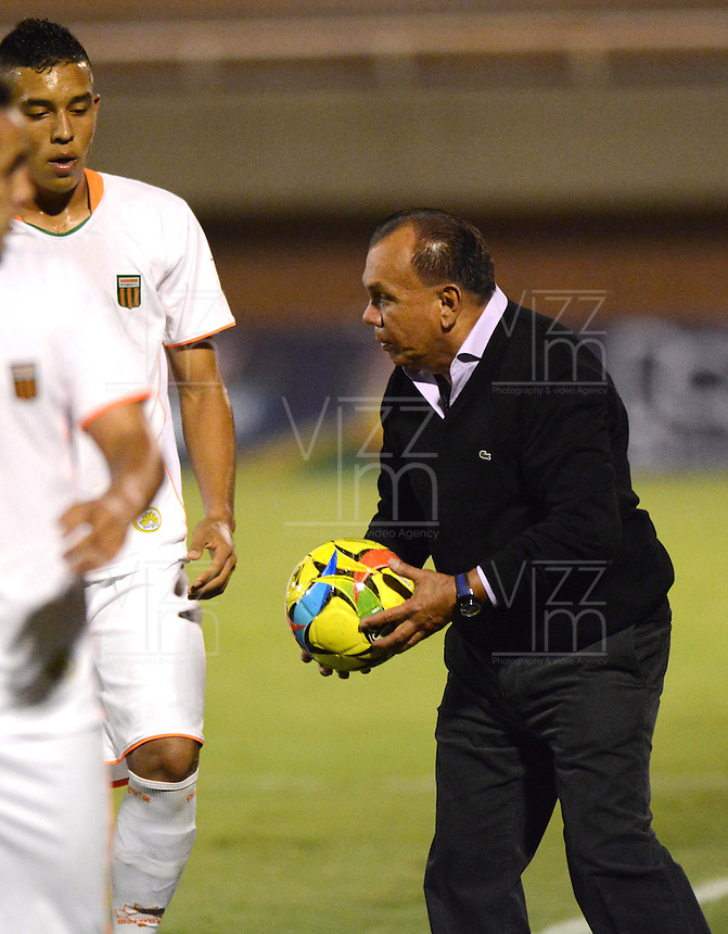 ENVIGADO -COLOMBIA-12-SEPTIEMBRE-2014. Jorge Bernal  director tecnico de Las Aguilas Doradas   durante partido  contra  El Envigado FC  juego  de la novena fecha de La Liga Postobon jugado en el estadio Polideportivo Sur. / Jorge Bernal coach  of Aguilas Doradas  during match against  Envigado FC  during the ninth round match of La Liga Postobon played at the Polideportivo Sur  Stadium .  Photo: VizzorImage / Luis Rios / Stringer