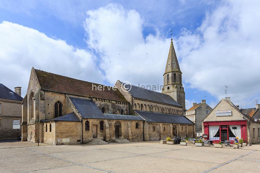 France, Calvados (14), Creully, la place de l'église // France, Calvados, Creully, place of the church
