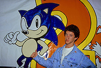 DUSTIN DIAMOND .VIDEO GAMES LAUNCH ON 11-24-1992.PHOTO BY JONATHAN GREEN