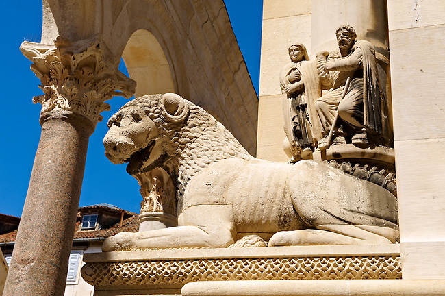 Medieval sculptures of a lion on the Cathedral of St Doimus dedicated to the Virgin mary, originally built onto the octagonal 4th cent AD mausoleum of  Roman Emperor Diocletian. Diocletian's, palace, Split, Croatia. A UNESCO World Heritage Site