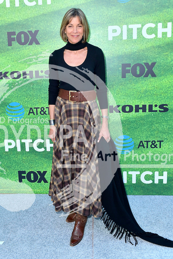 Wendie Malick bei der Premiere der FOX TV-Serie 'Pitch' auf dem West LA Little League Field. Los Angeles, 13.09.2016