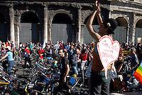 Roma .Critical Mass .Coincidenza organizzata di ciclismo critico urbano..Rome.Critical Mass .Organized coincidence of critical urban cycling..