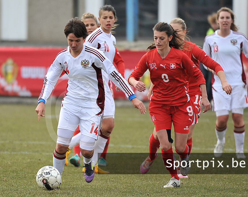 Switzerland U19 - Russia U19 : Nasiba Gasanova aan de bal voor Florijana Ismaili.foto DAVID CATRY / Nikonpro.be