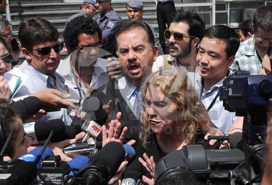 Santo Andre, SP,14 FEVEREIRO 2012-Mae de Eloa Ana Cristina Pimentel junto com o advogado da familia DrAdemar Gomes  no Forum de Santo Andre. (FOTO: ADRIANO LIMA - NEWS FREE).