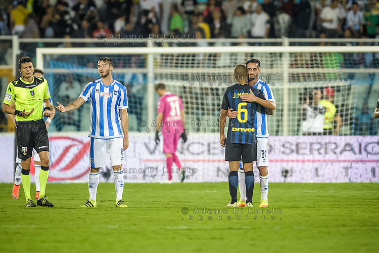 Alberto Aquilani (Pescara) and Joao Mario (inter) during the Italian Serie A football match Pescara vs SSC Inter on September 11, 2016, in Pescara, Italy. Photo by Adamo DI LORETO