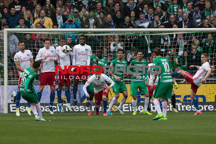 16.04.2017, Weser Stadion, Bremen, GER, 1.FBL, Werder Bremen vs Hamburger SV, im Bild<br /> <br /> Freisto&szlig; Zlatko Junuzovic (Bremen #16)<br /> an den Ofosten <br /> Foto &copy; nordphoto / Kokenge