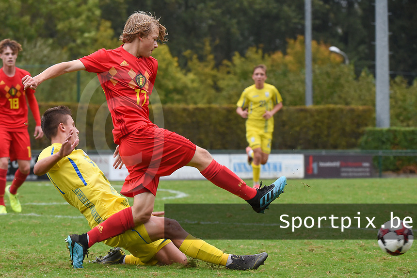 20190927 - WOLVERTEM , BELGIUM : Lian De Smet (R) and Ukraine's Denys Pochapskyi (L) pictured during the friendly  soccer match between  under 16 teams of  Belgium and Ukraine , in Wolvertem , Belgium . Thursday 26 th September 2019 . PHOTO SPORTPIX.BE / DIRK VUYLSTEKE
