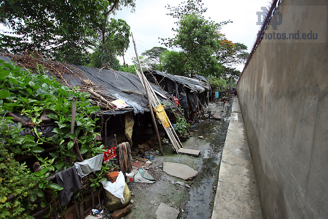 Slum area near Kolkata, India..Photo by Matt Cashore/University of Notre Dame