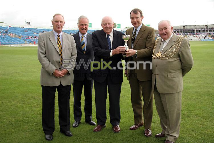 PICTURE BY VAUGHN RIDLEY/SWPIX.COM -  Cricket - Liverpool Victoria County Cricket Championship Division One - Yorkshire v Lancashire - Headingley, Leeds, England - 16/05/06...? Simon Wilkinson - 07811 267706...