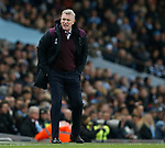 David Moyes manager of West Ham United shouts at the linesman during the premier league match at the Etihad Stadium, Manchester. Picture date 3rd December 2017. Picture credit should read: Andrew Yates/Sportimage